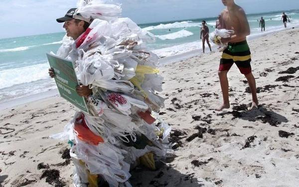 Miami_Beach_Plastic_Bags